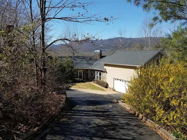Entire gorgeous mountain home 5 bedroom