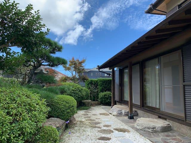 """「温泉郷の家」へようこそ!欢迎光临""""温泉乡之家""""!Welcome to Shirahama!"""