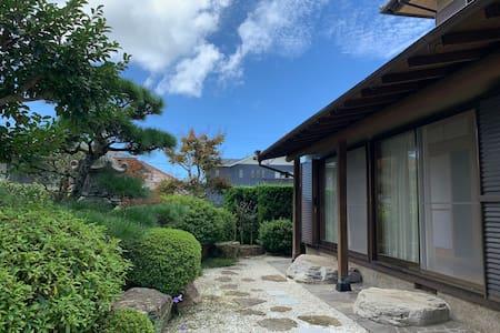 """欢迎光临纯日式风格的""""温泉乡之家""""!Welcome to Shirahama!"""