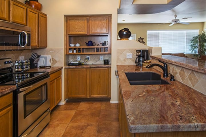 Inviting condo w/ shared pool & hot tub - near golf, hiking, dining, & more