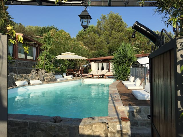 Villa Beatrice is a pool on the sea