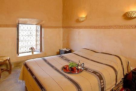 double berber Room Breakfast & wifi & Swimming poo