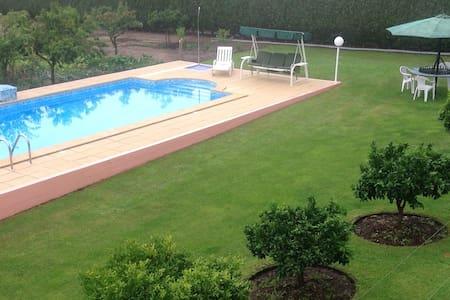 Casa com piscina e churrasqueira - Casa