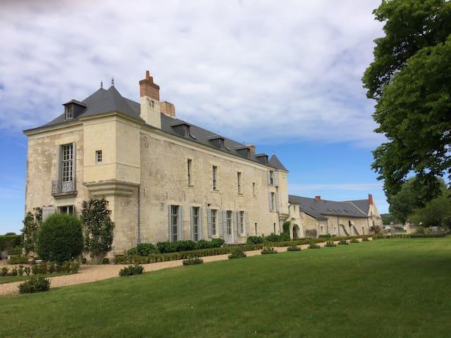 Château au cœur des vignes Val de Loire 16 prs
