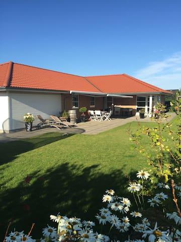 Attractive family villa - Gadstrup - Rumah