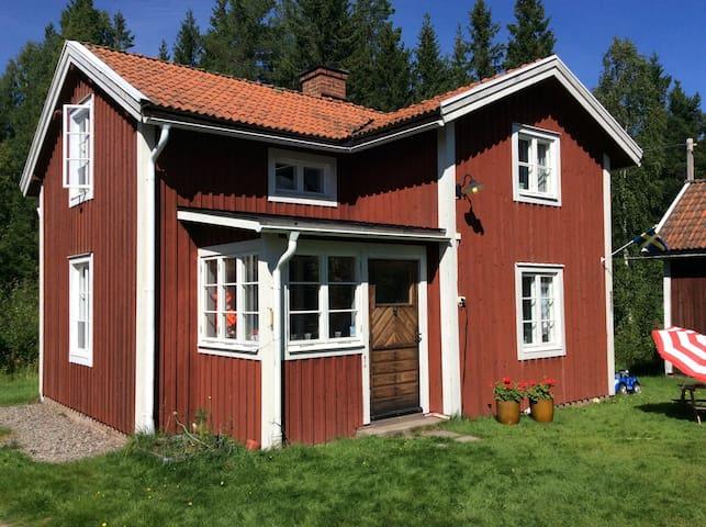 Hus med tystnaden kring naturen