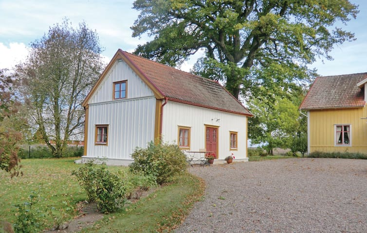 Holiday cottage with 2 bedrooms on 70m² in Vadstena