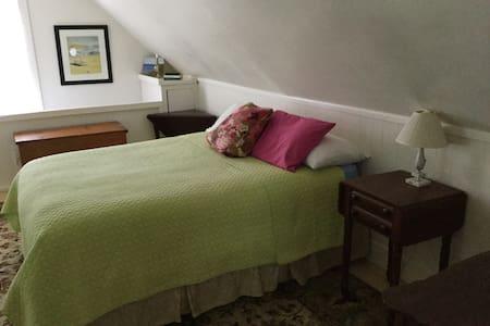 Large Cozy Room in Camden - Camden