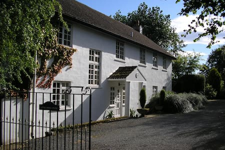 Spacious welcoming country house - Abergavenny - Bed & Breakfast