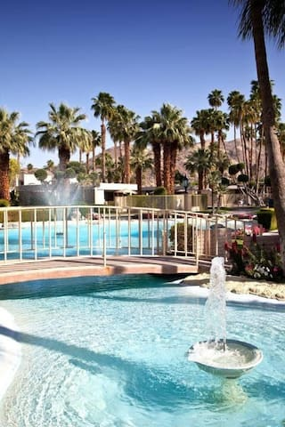 Desert Isle of Palm Springs - 1 Bedroom