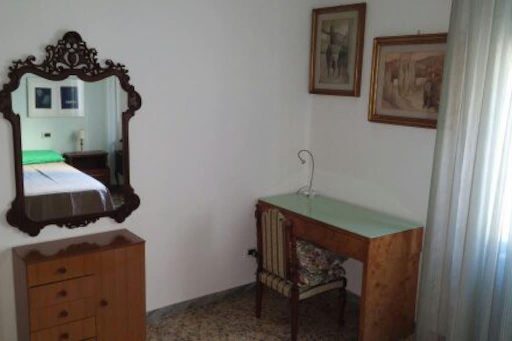 mobilio e scrivania