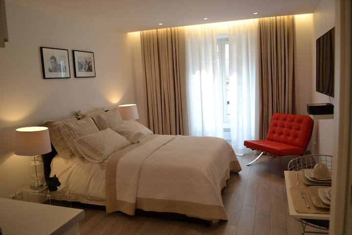 Luxury flat on the Champs-Elysées - Paris