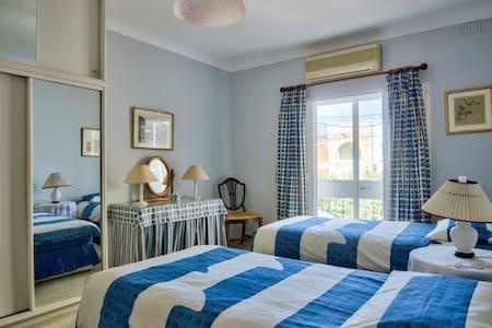 blue room - Swieqi  - Bed & Breakfast