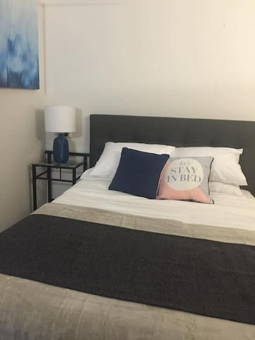 BARGAIN Studio, free wifi & NETFLIX - Cairns North - Lejlighed