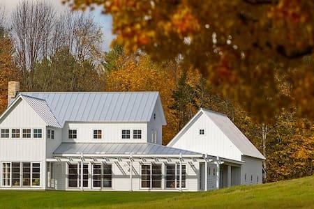 Modern Farmhouse.  Mountain Views to Killington. - Rochester - Casa