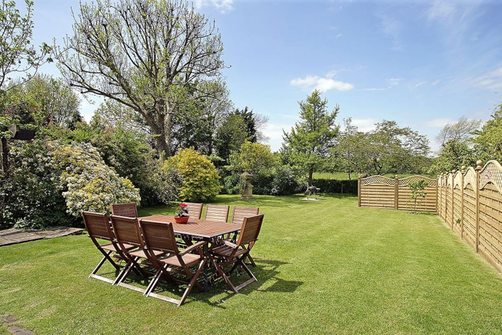 West facing garden for summer barbeques