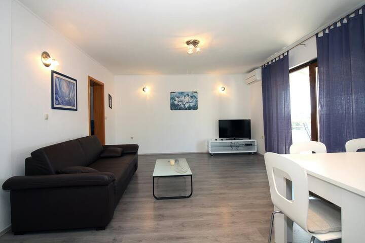 One bedroom apartment with balcony and sea view Tisno, Murter (A-5106-c)