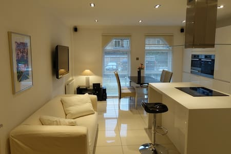 Great 3 bedroom townhouse on Limehouse dock