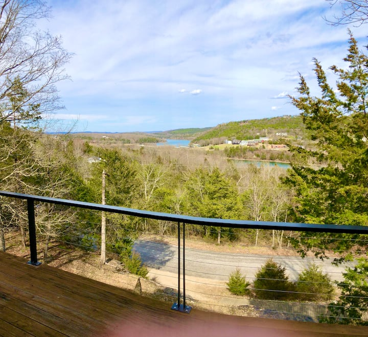 Bluff Side Retreat, Lake view, Fireplace, WiFi, Cable