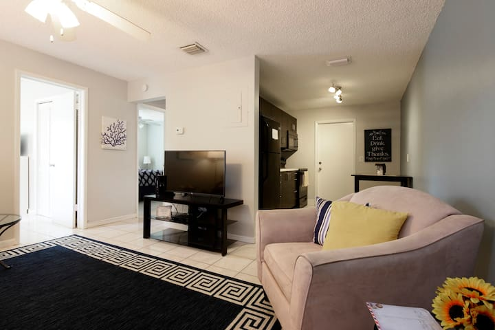Cozy! Sleeps 5 between Wilton Manors & the Beach - Fort Lauderdale - Lägenhet