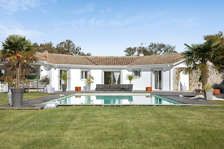 Villa with 6 bedrooms in Saint-Germain-d'Esteuil, with private pool, enclosed garden and WiFi - 20 km from the beach