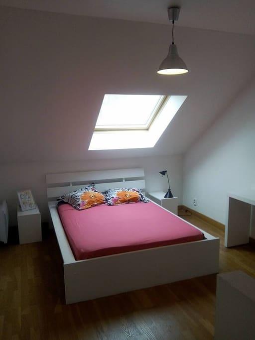 chambre cosy proche paris avec sdb maisons louer ivry sur seine le de france france. Black Bedroom Furniture Sets. Home Design Ideas