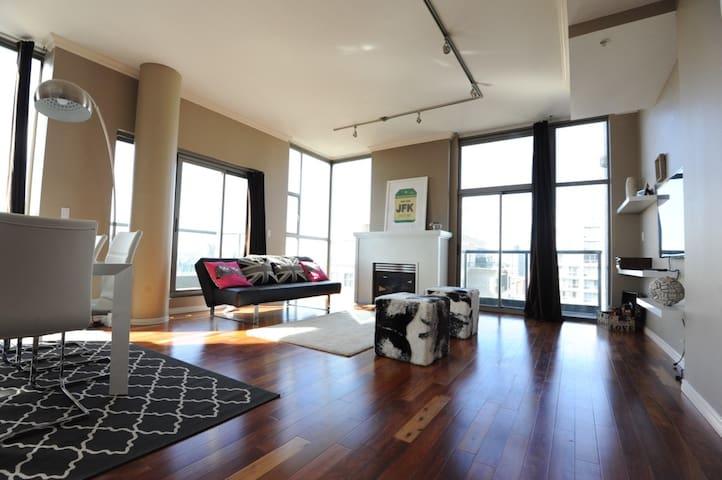 Yaletown Penthouse Suite w/ Parking - Vancouver - Apartment