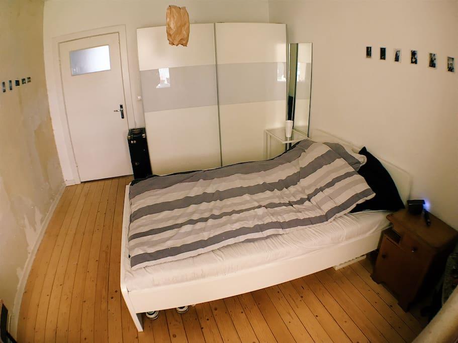 Schlafzimmer, weitere Bilder vom Wohnzimmer etc folgen!