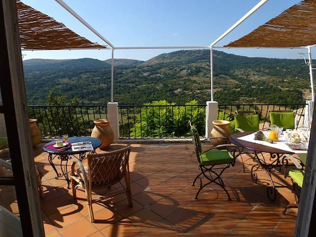 LE CHEIRON, chambre n°3 - Coursegoules - Bed & Breakfast