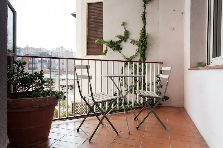 Quiet apartment with terrace-Gracia