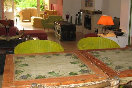 Maison pierre de Périgord jardin - Bed & Breakfast