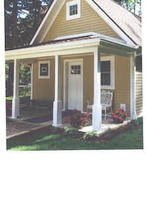 Custom Built Rose Bud Cottage - Bemus Point - Casa