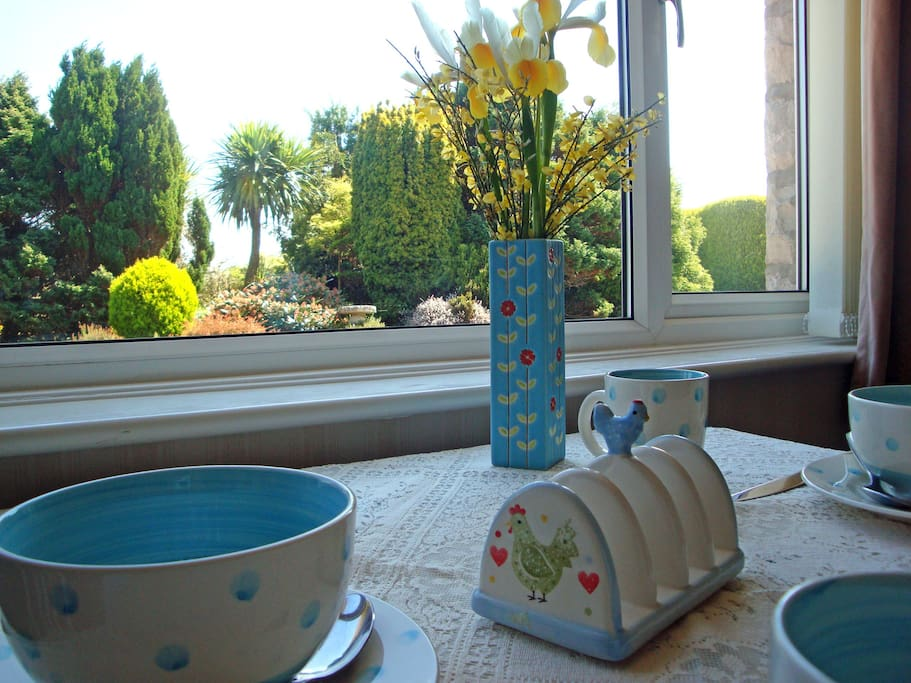 Sunny breakfast room overlooking the garden