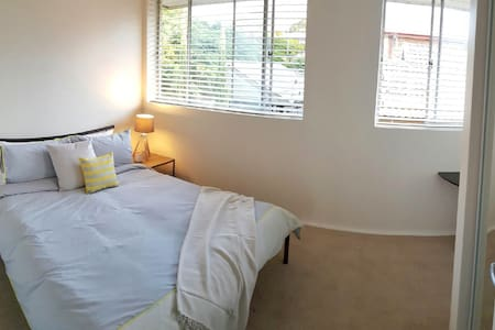 Bright & airy queen size (AIRPORT) - Wooloowin