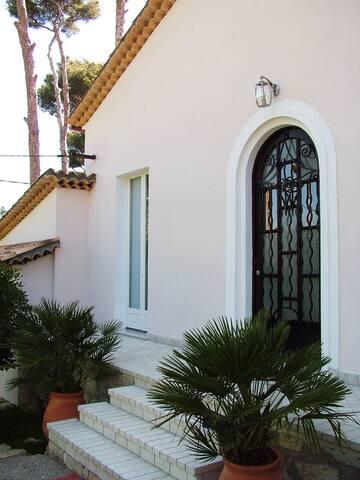 Stylish villa on Cap d'Antibes