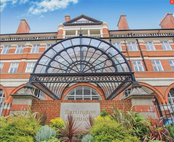 Spacious historic apartment - Bournemouth