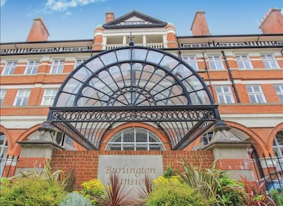 Spacious historic apartment - Bournemouth
