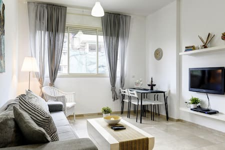 Hot & Chic - 3min from the beach!