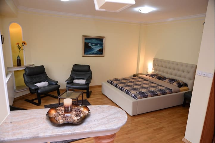 Square Apartment - OSA 4 - Skopje - Byt