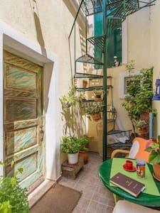 cute old style house near the sea - Lavrio - Rumah