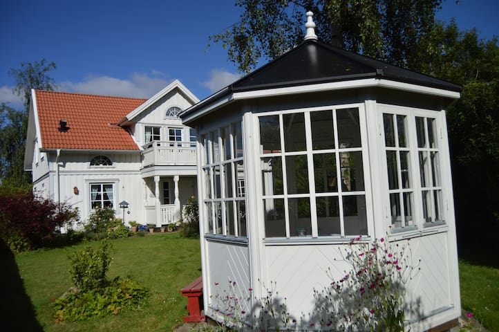 A Swedish white wooden house - Herning - Bed & Breakfast