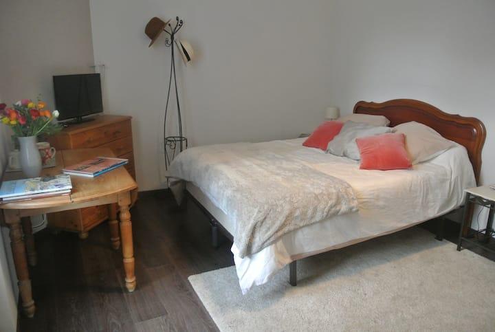 Chambre avec accès privé proche gare Angoulême