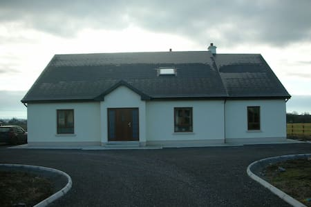 Spacious modern comfortable room. - Athenry