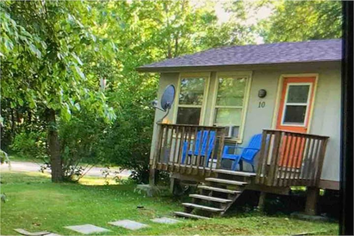 AFFORDABLE GRAND BEACH CABIN -5 min to beach...