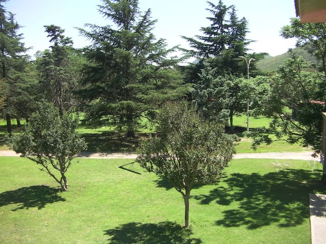 Depto con 3 hab y baño privado - Villa General Belgrano - Huoneisto