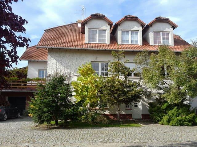 """Piętro """"domu z duszą""""... - Kamieniec Wrocławski - Apartmen"""