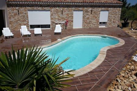 Gîte neuf avec piscine sud Ardèche - Grospierres