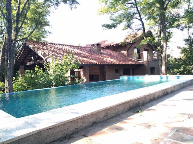 Ascochinga, Córdoba.  Casa en Cerro de la Cruz.