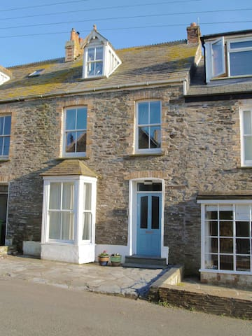 Superb Holiday Home In Port Isaac - sleeps 10 - Port Isaac - Rumah
