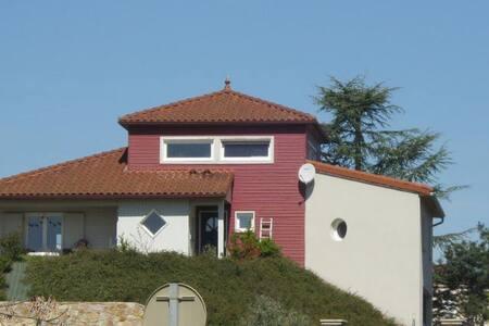 la maison rouge (chambre privée) 2pers